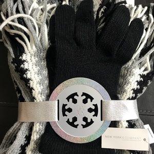 New York & Co. NWT Glove & scarf Set